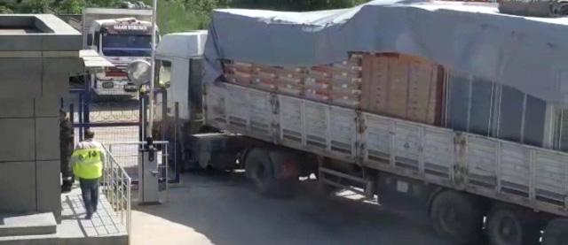 Tuzla'da Bir Tır Dolusu Malzemeyi Çalan Hırsızlar Kamerada