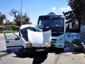 Kartal'da minibüs ile otomobil çarpıştı