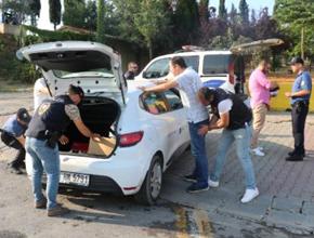 Tuzla'da Araçlara zulalanmış silah ve uyuşturucu