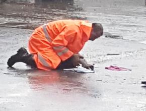 Türkiye Pendikli Belediye işçisini konuşuyor.. Kediyi suni teneffüsle kurtardı