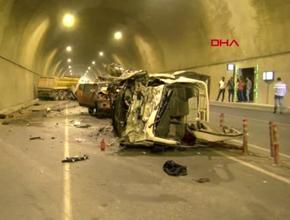 Pendik'te tünelde feci kaza: 2'si ağır 5 yaralı