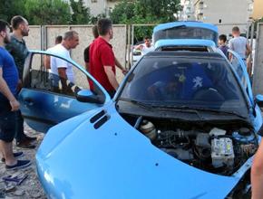 Pendik'te beton bariyerlere çarpan araç takla attı: 1 yaralı