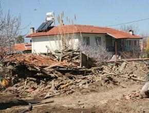 Denizli'de de 6 şiddetinde deprem.. Yıkılan evler var