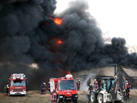 Tuzla'da boya fabrikası yanıyor!