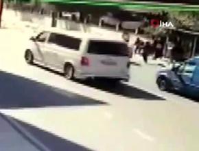 Pendik'te korkunç kaza; Otomobil yayaların arasına daldı