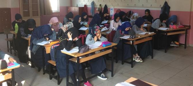 Mehmetçik'e manevi destek için derslere FETİH Süresi okuyarak başlıyorlar
