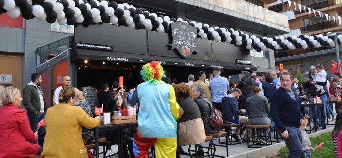 Pendik'e yeni lezzet durağı.. Tarihi Beyoğlu Sokak Pilavcısı