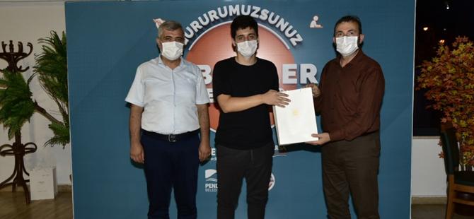 Ahmet Cin'den Pendik'te ilk bine giren öğrencilere ödül