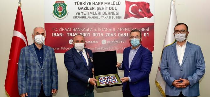 Ahmet Cin'e gazilik nişanı