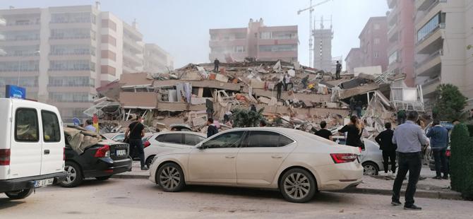 İzmir'de çok büyük deprem.. Çok sayıda bina yıkıldı