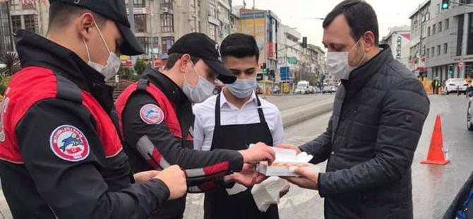 Pendikli milletvekili Eyüp Özsoy'dan polislere tatlı ikramı