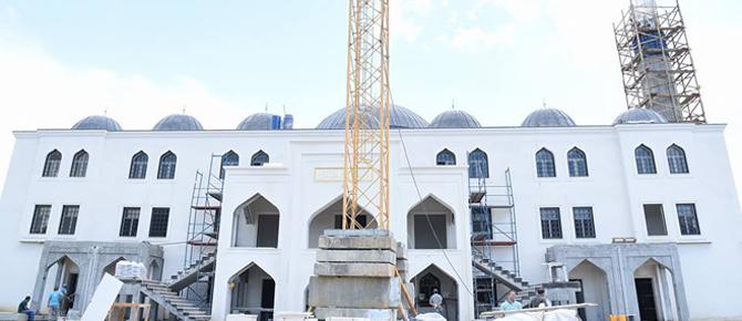 Amine Hatun Camii'nde sona geliniyor