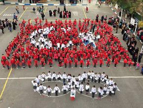 Minicik bedenleriyle Türk Bayrağı oldular!