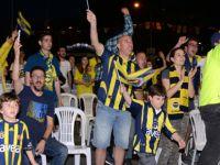 Binlerce Fenerbahçeli Finali dev ekranda izledi