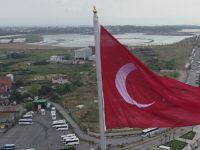 15 Temmuz Destanı'nın 2. Yıl Dönümünde Bayrağımızı 63 Metre Yükseklikten Dalgalandırdı