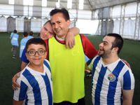 Şadi Yazıcı özel çocuklarla maç yaptı