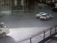 Pendik'te iki otomobilin birbirine girdi