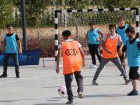 Pendik'te sosyal mesafeli futbol