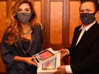 Ünlü sanatçıdan askıda tablet kampanyasına destek