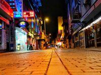 Tuzla'da cadde ve sokaklar bom boş