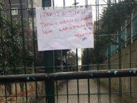 Pendik'te site yönetimi yolu kapattı!
