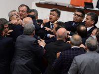 AK Partili milletvekilinin burnu kırıldı!
