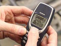 Vefanın böylesi!17 yıldır aynı telefonu kullanıyor