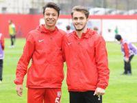 15 yaşındaki Taha, Sivasspor maçında Pendikspor forması giydi