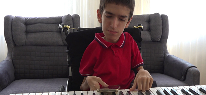 17 Yaşındaki SMA Hastası Umut, Hayata Müzik İle Tutunuyor