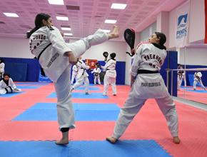 Yaz spor okullarında farklı sporları öğreniyorlar