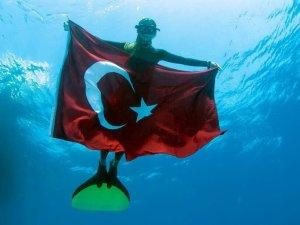 ŞAHİKA ERCÜMEN TÜRKİYE REKORU KIRDI!