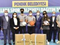 Pendik'te okullara spor malzemesi desteği